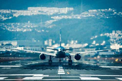 飛行機の基礎知識や活用法について考えてみた